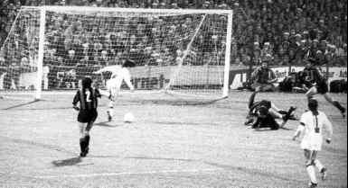 1er but de Cruyff contre l'Inter