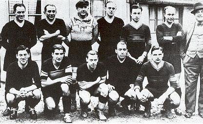 Ici avec l'OGC Nice en 1933-34,il est debout, bras croisé, à côté de l'entraîneur Charly Bell
